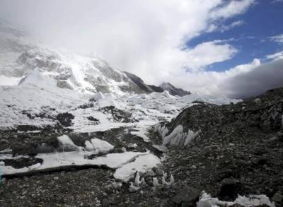 News video: 8 Dead in Mount Everest Avalanche After Nepal Quake